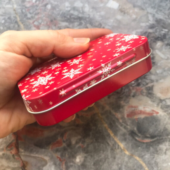 Geschenkdose Schneeflocken rot weiß