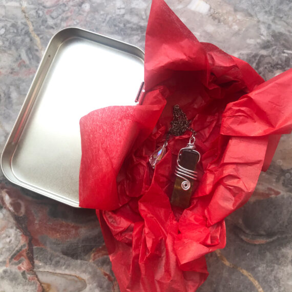 Geschenkdose rot weiß
